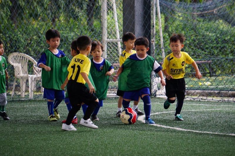 Smile Football Club สอนฟุตบอลเด็กด้วยความรักและรอยยิ้ม
